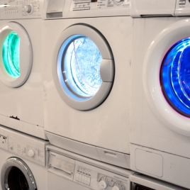 WAMAWA - Die Waschmaschinenwand im Subway von Breuninger